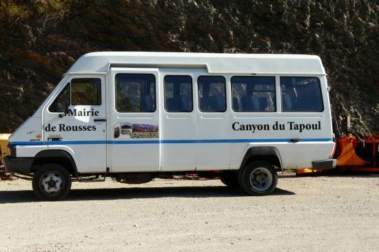 le bus de la mairie de Rousses