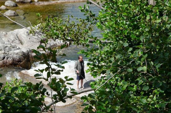 pêcheur sur le tarn à Le Pont de Montvert (48)