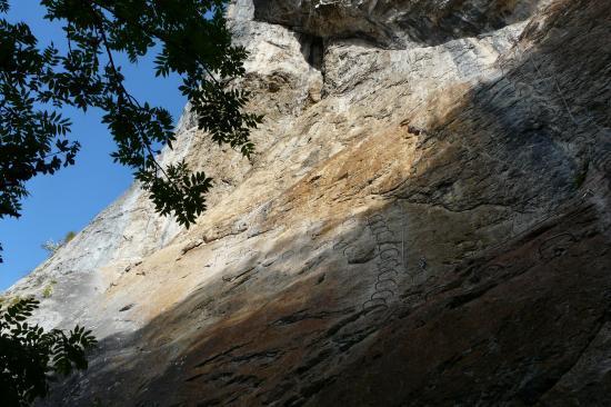 le mur de départ de la via derrata du rocher de la chaux