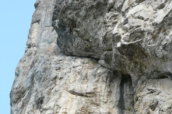 contournement du surplomb dans l'oeil de l' éléphant à St Jean d'Aulps