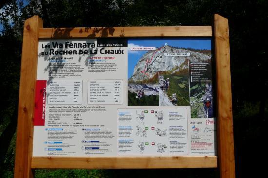 panneau d'information de la via ferrata du rocher de la chaux à St jean d' Aulps (74)