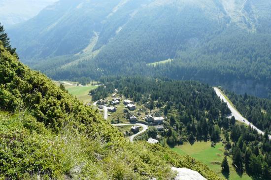 depuis la via du col de la madeleine, vue sur le hameau  du col.