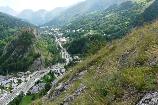 depuis Poingt Ravier vue sur le rocher St Pierre et la route du galibier