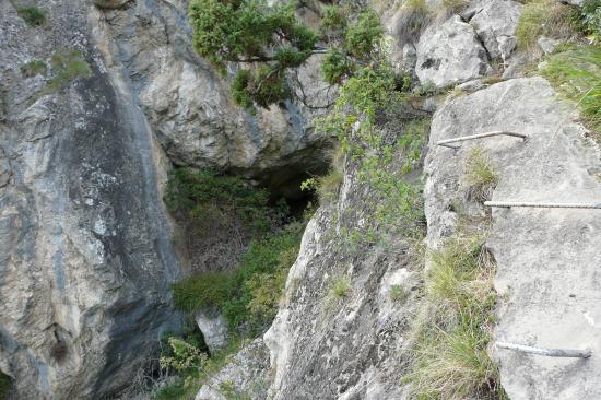 Poingt Ravier, la grotte