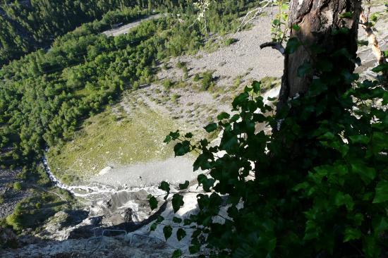 vue depuis le haut de la via de la cascade à Mizoen