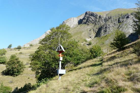 le sytème du detecteur d' avalanche près du refuge des clots pour protéger la nationale en contrebas de la cascade de la pisse