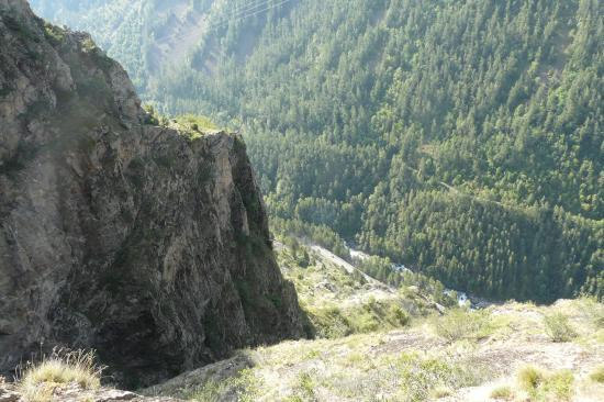 la combe de descente de la via de la cascade de la Pisse à Mizoen vue du haut
