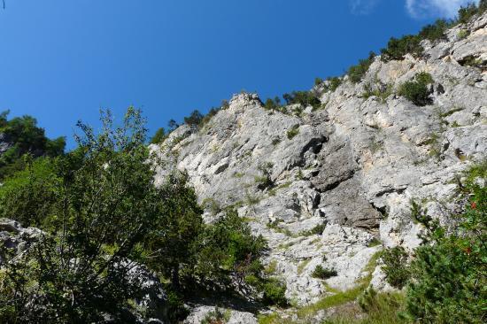 le mur de montée au départ de la via de la cascade aus Orres