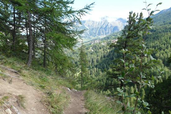 le chemin de sortie de la via de la cascade aux orres