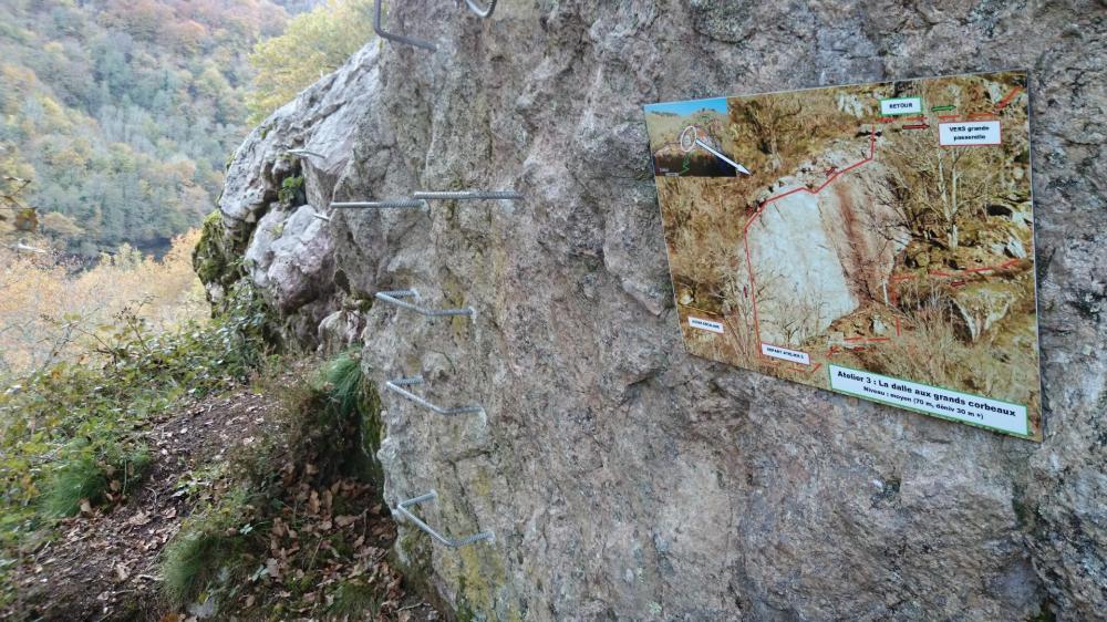 pancarte d' information et départ de l' atelier 3 à la via de la Dordogne