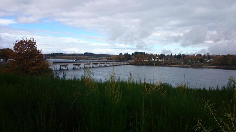 Pont sur le lac de Pareloup  avant Canet de Salars
