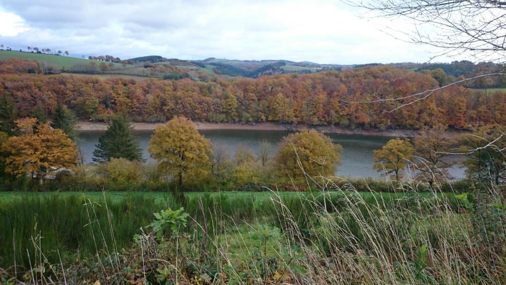 Un des aspect du lac de Pont de salars aux alentours de le Vibal