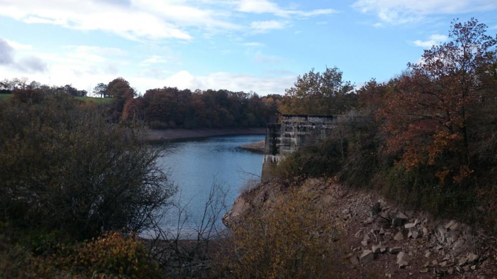 et vers le lac de Pont de salars ... avec de l' eau !