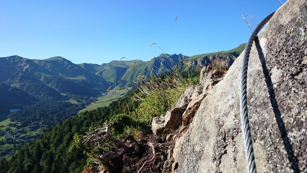 Le Puy de Sancy pile au milieu de la photo vu depuis la via ferrata