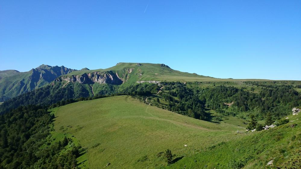 Du haut du capucin, vue sur le parcours de crêtes qui mène au Puy de Sancy ... un calme rassérénant !