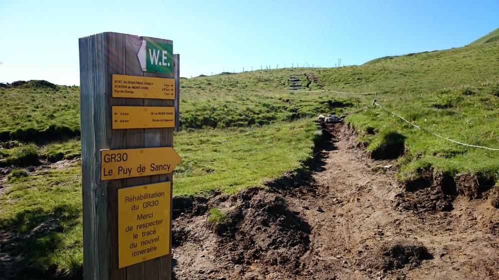 Vers le Puy de Ciergue et le Puy de Sancy, début du ré aménagement des sentiers et de la protection du site