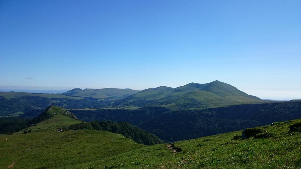 La chaîne des Puys qui constituera le chemin de retour du Puy de Sancy