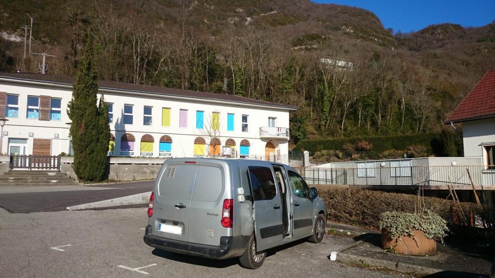 Le départ de la randonnée depuis Bourdeau, juste derrière l' école