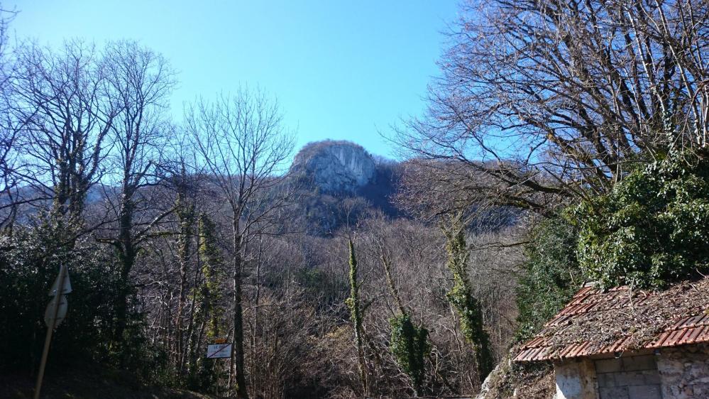Le rocher du Cornillon vu depuis le hameau du Col