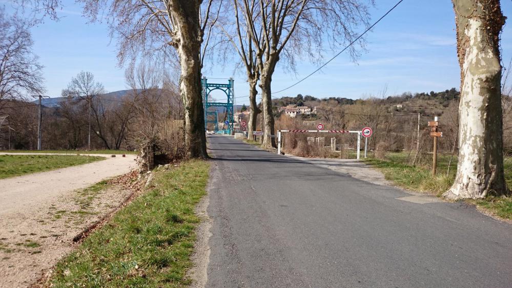 A la sortie de St Bauzilles de Putois, direction les gorges de l' Hérault et St Guilhem le Désert