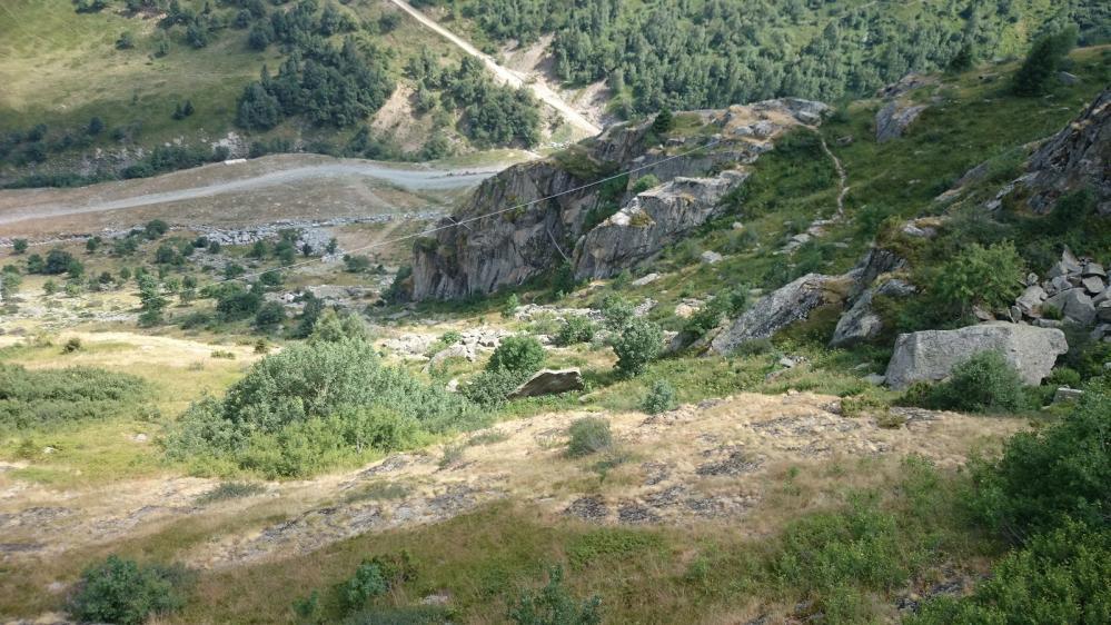 Le site de la via ferrata de St Sorlin vu depuis le télé siège des Choseaux