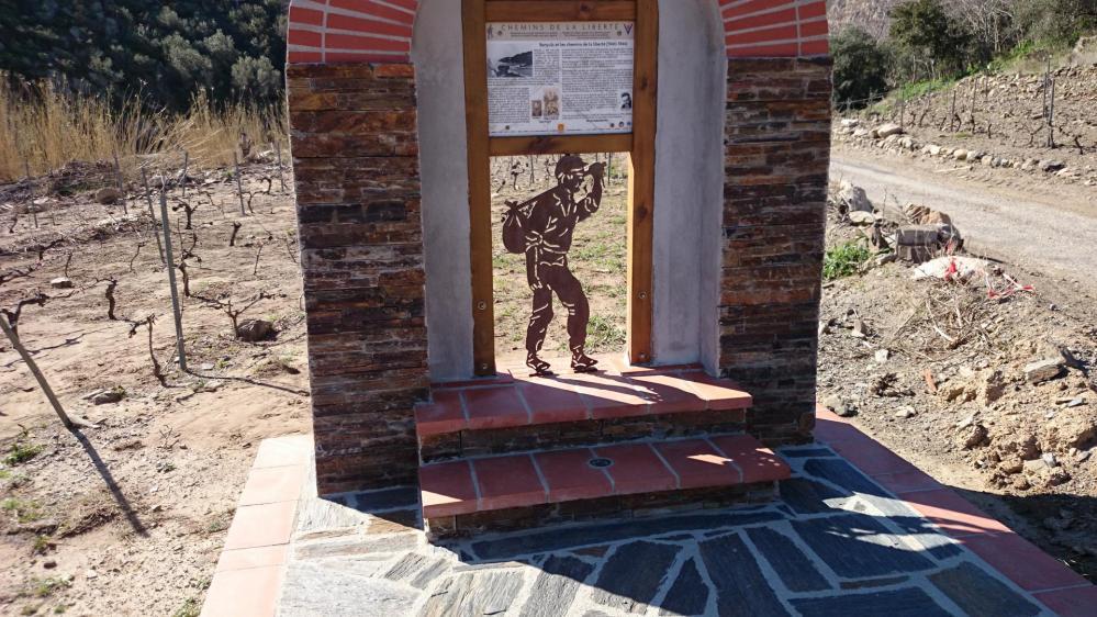 Panneau d'info au pied de la partie pentue du col de Banyuls
