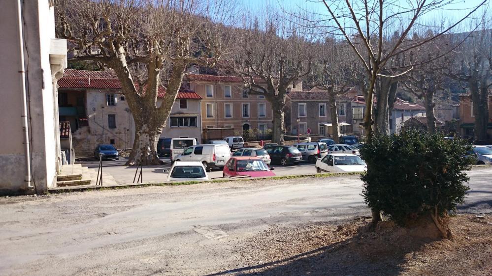 Stationnement  St Laurent le Minier
