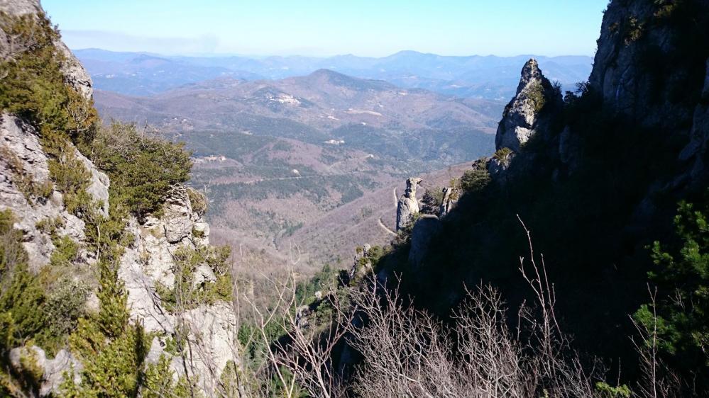 Beau panorama dans la descente du pic d' Anjeau côté baraquette
