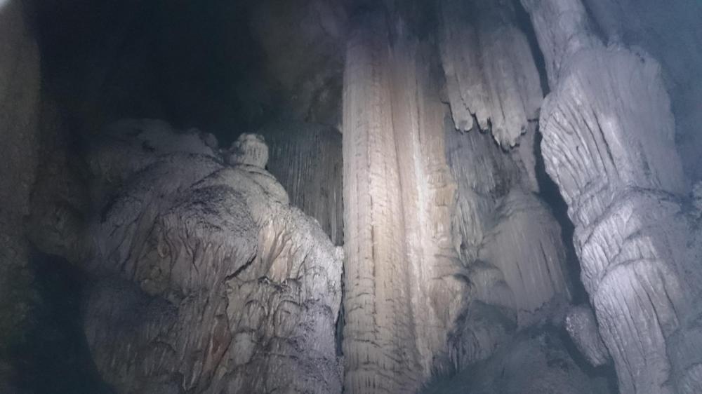 Grotte d' Anjeau, les concrétions sont assez gigantesques !