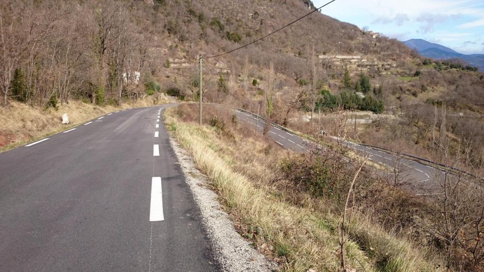 A l' approche de Montdardier, la route se monte en lacets, très agréables !
