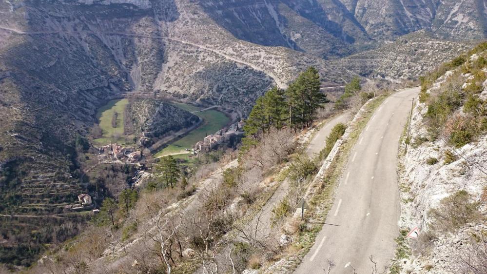 Le hameau de Navacelles au fond du cirque