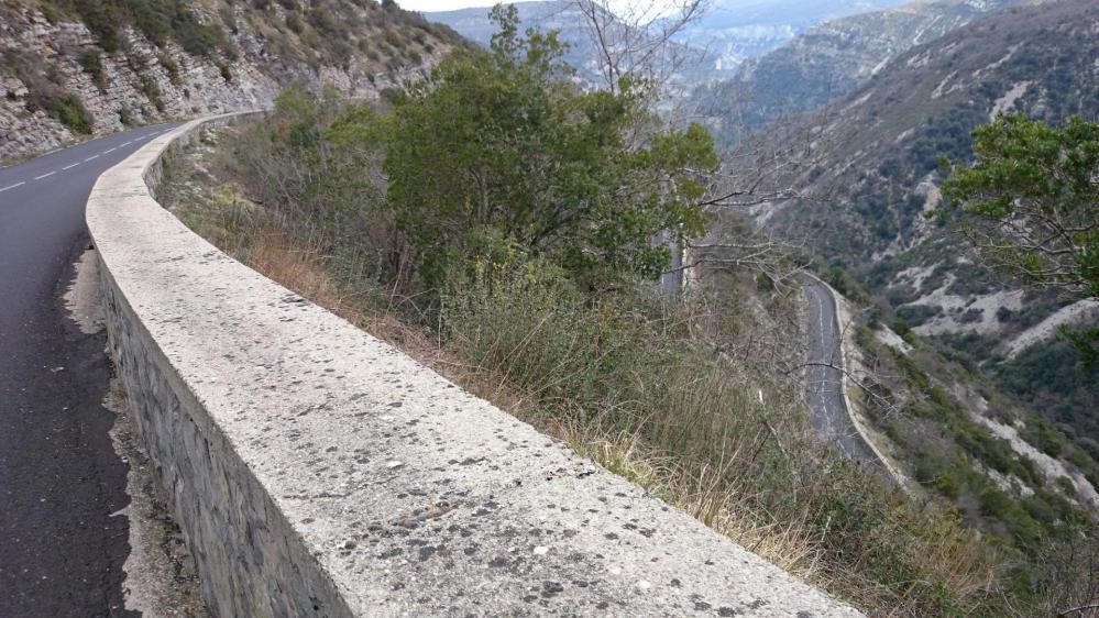 Encore une belle route en lacets qui plonge vers les gorges de la vis et Madières