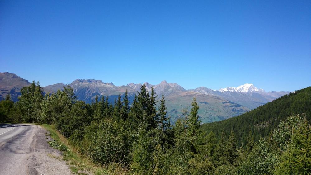 Belle vue sur le Mont Blanc dans la montée de belle Plagne