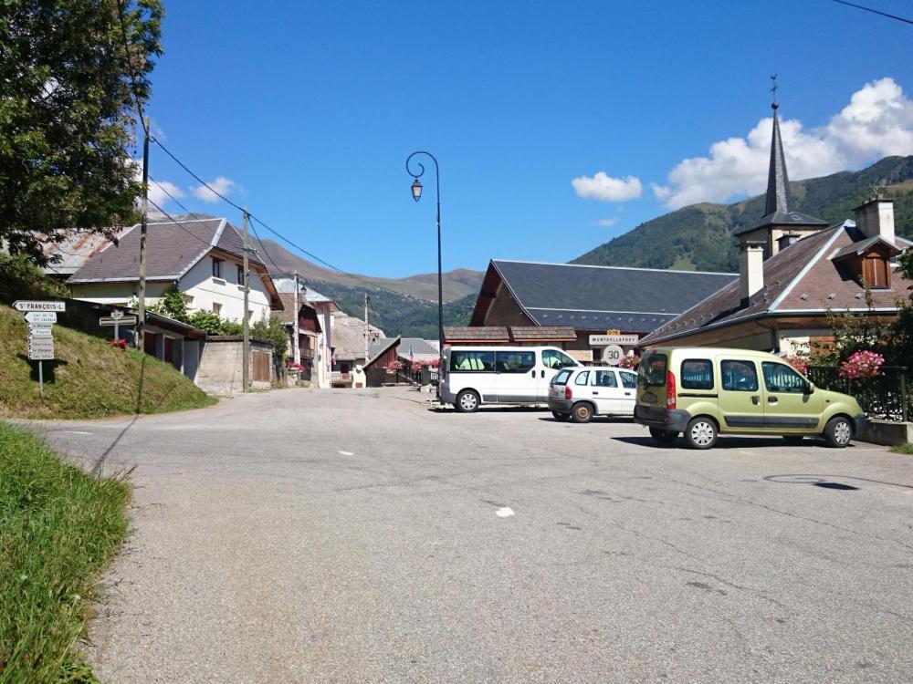 Le village de Montgellafrey