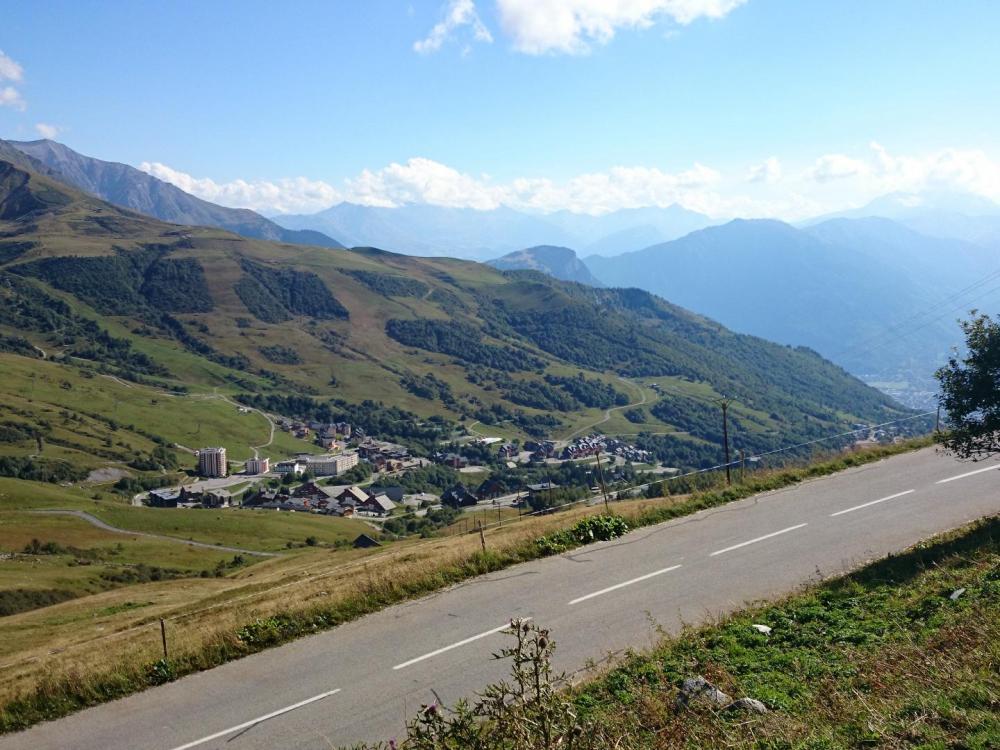 St François Longchamps vu depuisles derniers kilomètres du col de la Madeleine