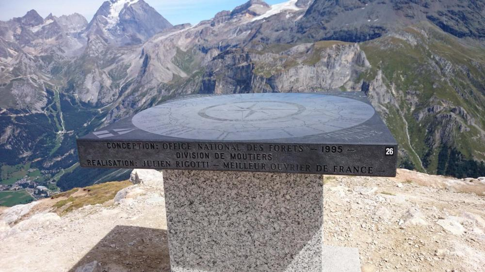 La table d' orientation du Petit Mont Blanc juste au dessus de Pralognan la Vanoise
