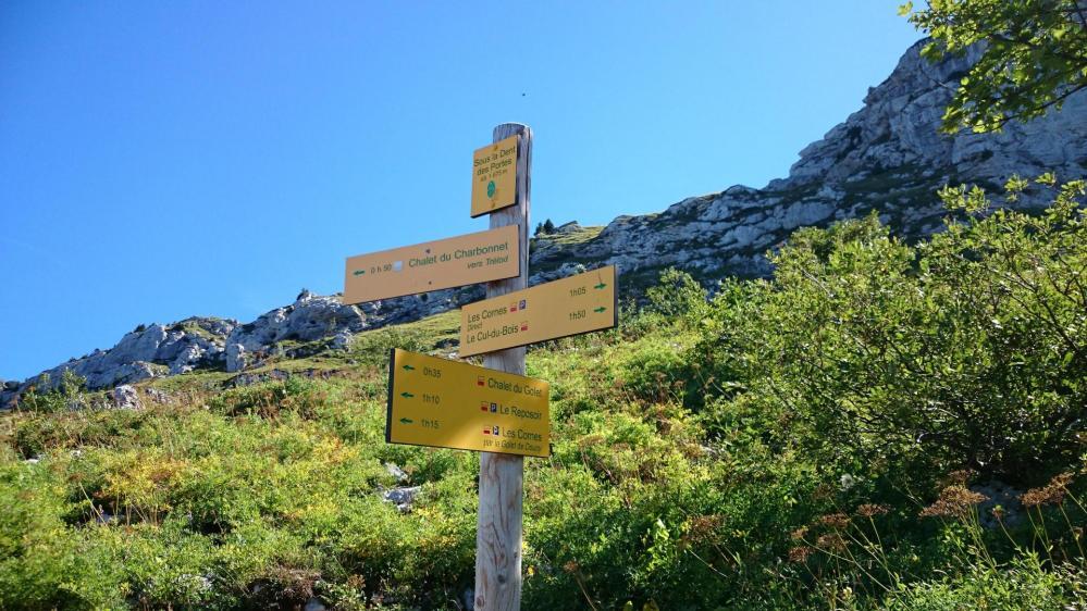 On part à droite sous la Dent des Portes en direction du mont Trélod