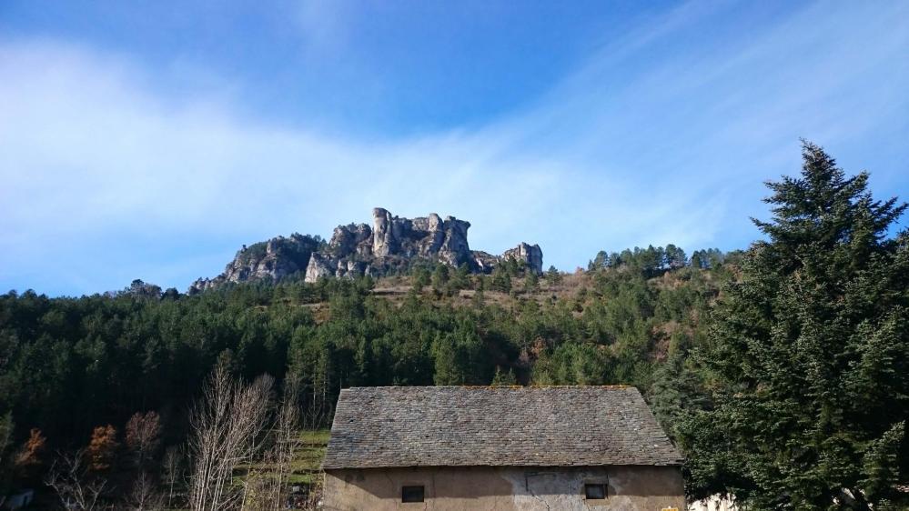 La via ferrata du Rochefort vue depuis Florac