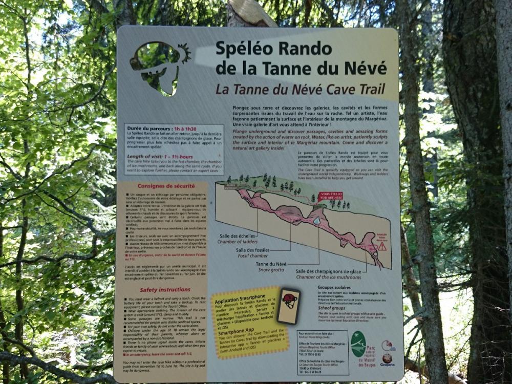 panneau d' info et de recommandations du parcours spéléo de la Margeriaz