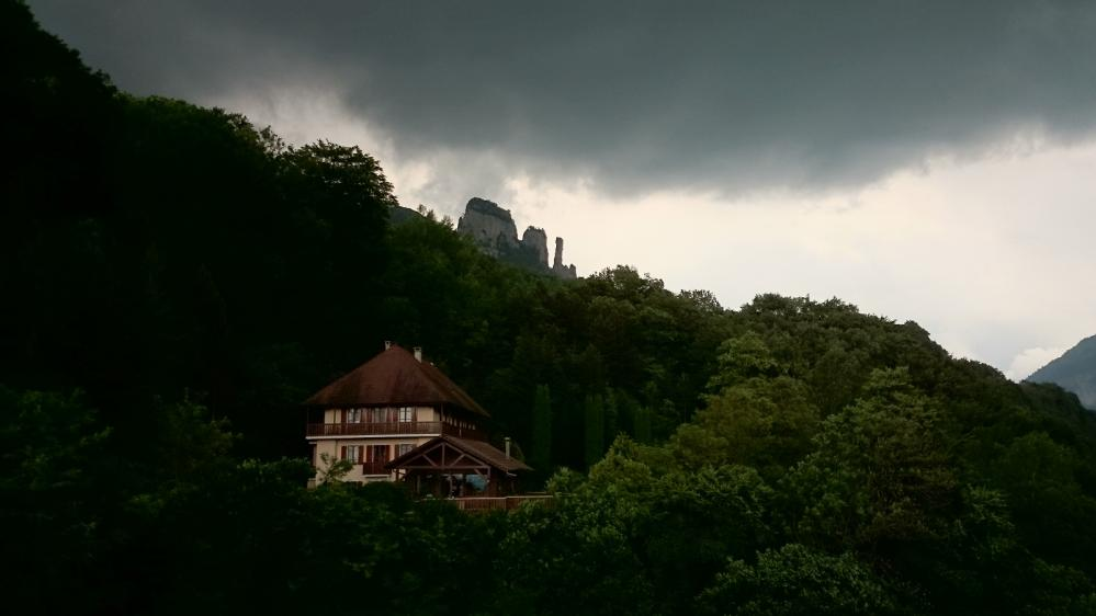 les Tours St Jacques (Allèves) vues depuis le Pont du Diable par temps orageux !