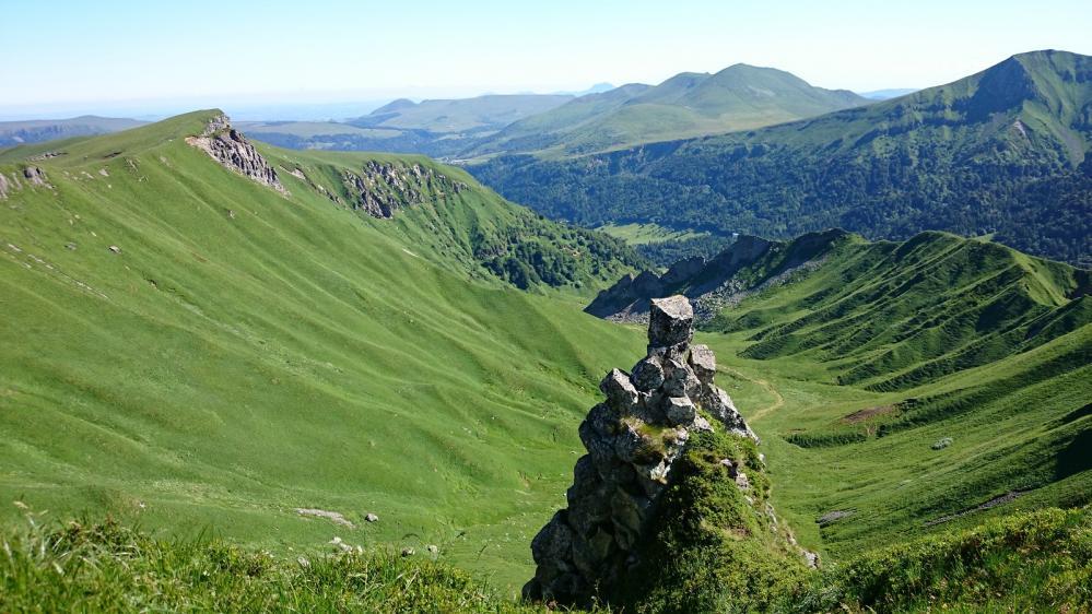 Vue sur la vallée du Mont Dore à l' approche du Puy de Sancy