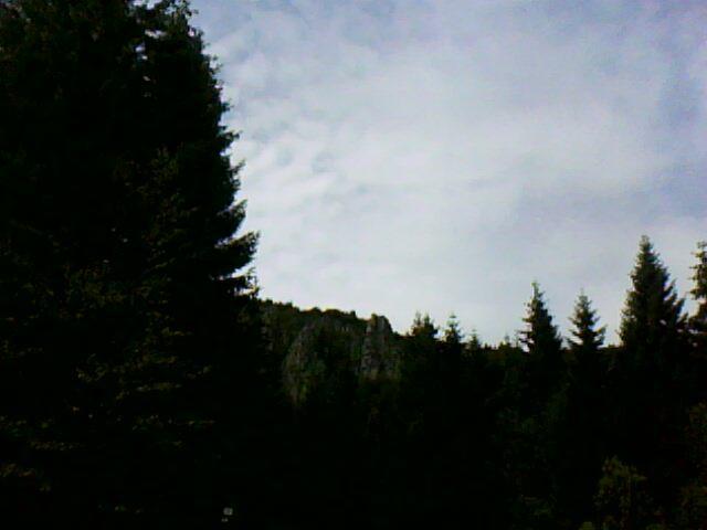 au loin les rochers du Tanet