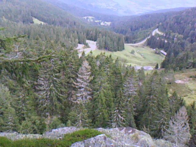 vue du sommet du rocher école sur le parking auberge du Tanet