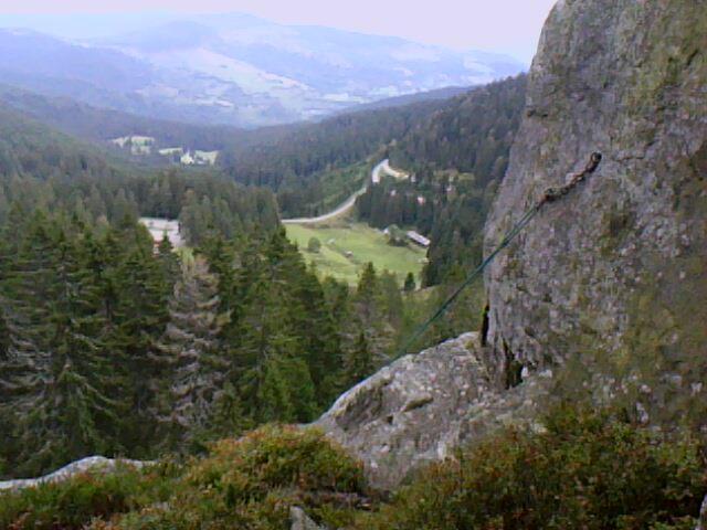 au départ de la descente en rappel du rocher école du Tanet (Vosges)