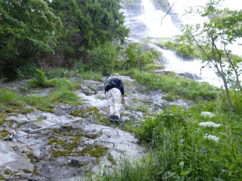 randonneurs téméraires (?) sur la via de la Fare (la cascade)