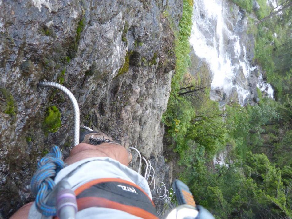 Les premiers mètres verticaux de la via ferrata de la cascade de la Fare