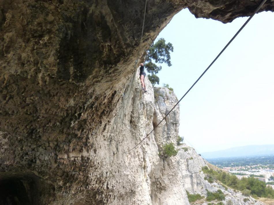 grotte des Baumes, le pont de singe et les poignées au plafond !