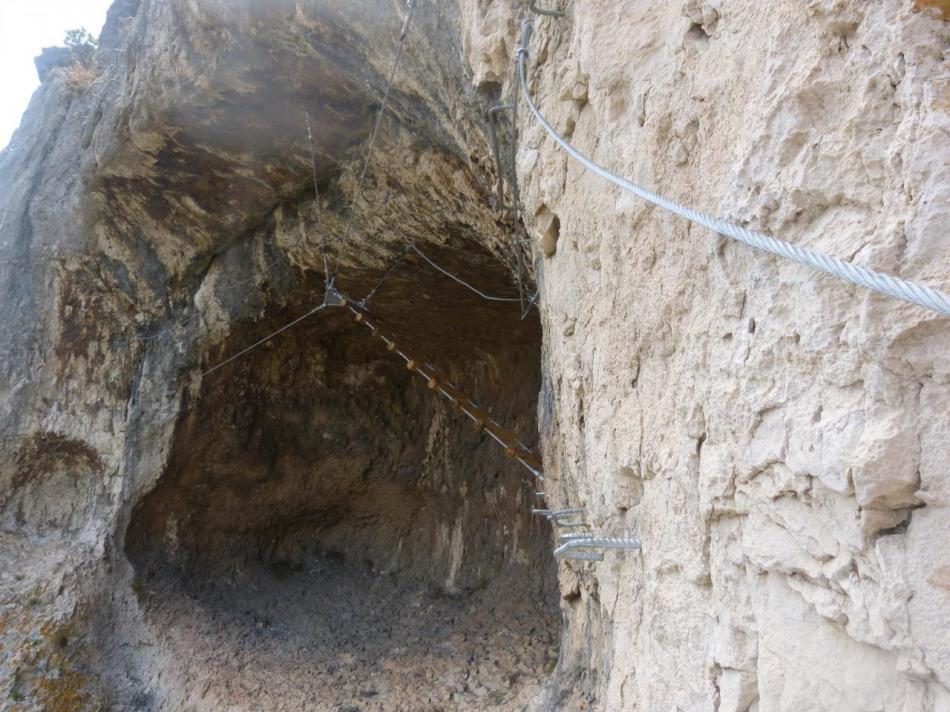 sortie de la grotte des baumes de Combarelles à Cavaillon