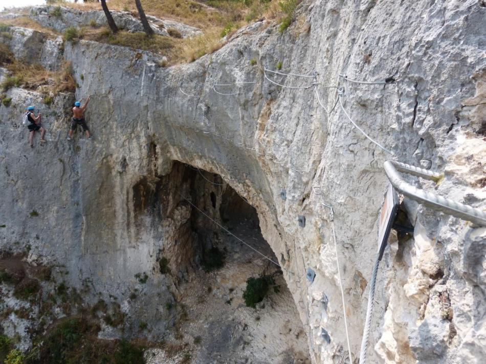 On repasse au dessus des grottes au retour de la via souterrata à Cavaillon
