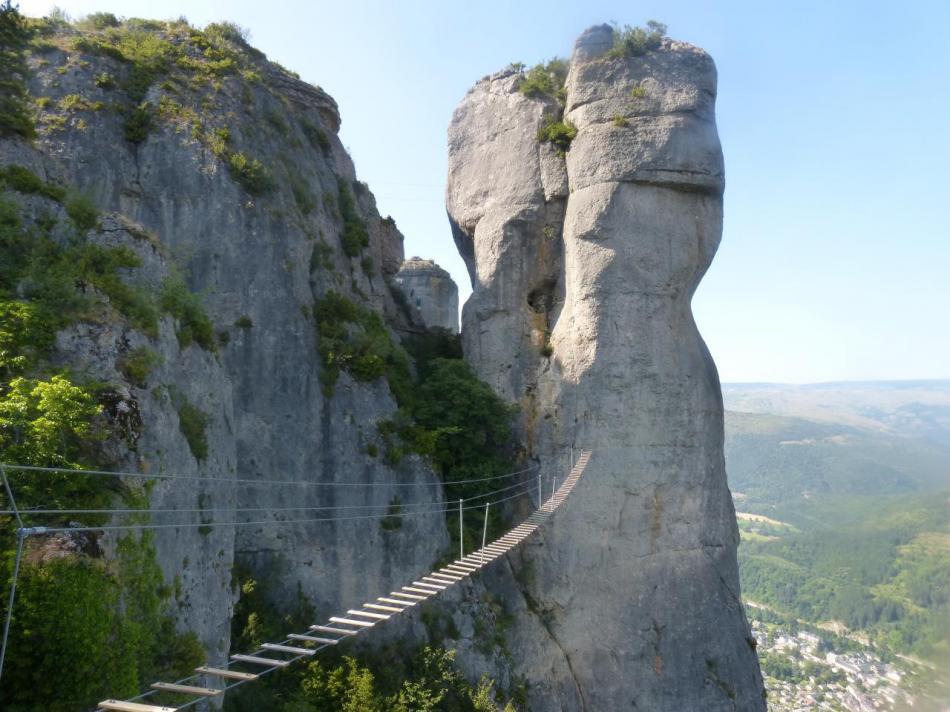 la grande passerelle, le parcours difficile part à droite